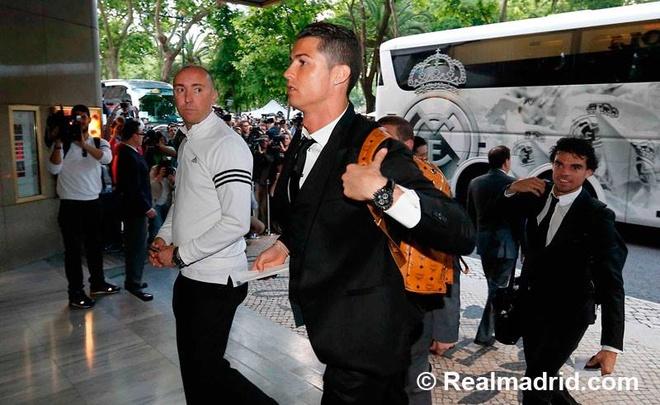 Nguoi dan Lisbon chay het minh cung Ronaldo hinh anh 6