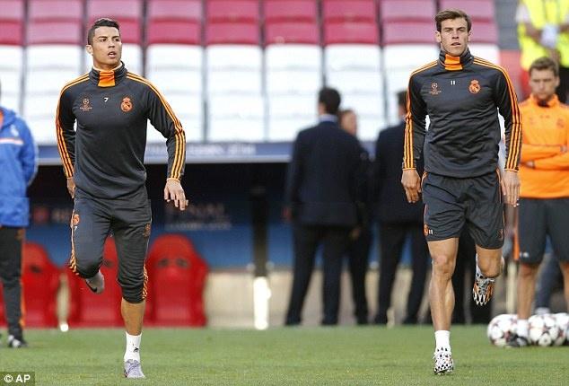 Ronaldo, Bale ra suc tap luyen truoc tran cau lich su hinh anh