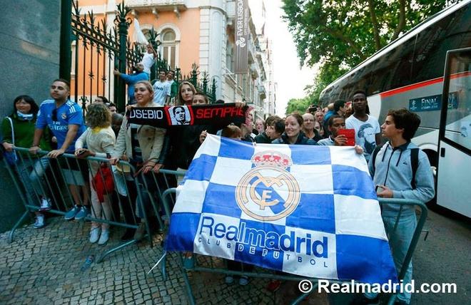 Nguoi dan Lisbon chay het minh cung Ronaldo hinh anh 5
