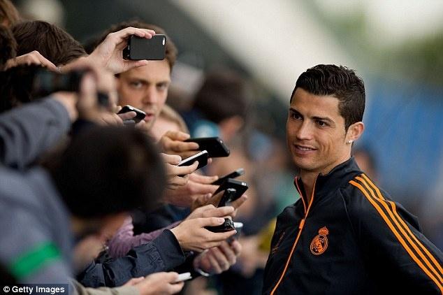 Nguoi dan Lisbon chay het minh cung Ronaldo hinh anh 7