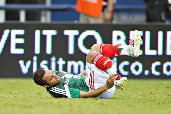 Sao Mexico mat World Cup vi gay gap chan hinh anh