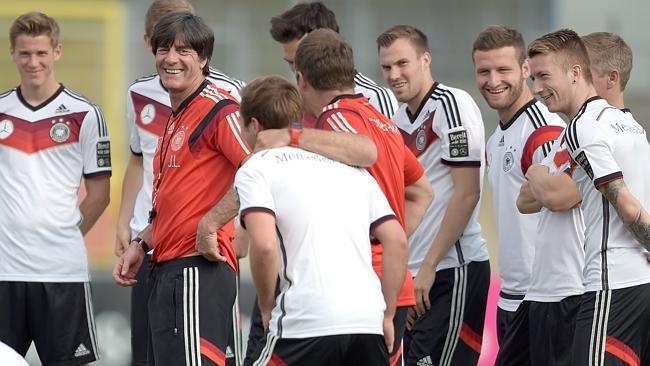Danh sach rut gon cua 32 doi tham du World Cup hinh anh 25 Tiêu điểm: Joachim Loew vẫn quyết định giữ Manuel Neuer, Philipp Lahm và Bastian Schweinsteiger ở lại danh sách 23 cầu thủ bất chấp 3 ngôi sao này chưa hoàn toàn bình phục chấn thương.