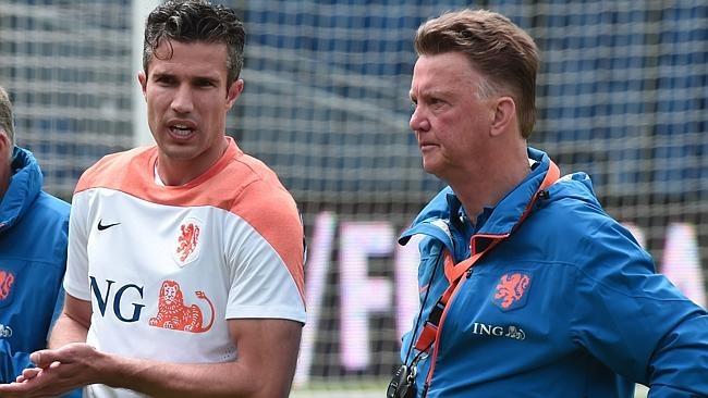 Danh sach rut gon cua 32 doi tham du World Cup hinh anh 7 Tiêu điểm: Hà Lan gặp tổn thất cực lớn khi không có sự phục vụ của tiền vệ Kevin Strootman do chấn thương. Trong đội hình của cơn lốc cam tham dự World Cup lần này có nhiều cầu thủ từng tranh tài trên đất Nam Phi cách đây 4 năm.