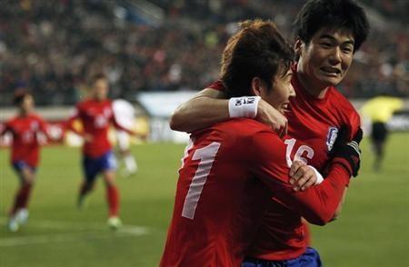Danh sach rut gon cua 32 doi tham du World Cup hinh anh 32 Tiêu điểm: Trong danh sách của Hàn Quốc có 5 cầu thủ đang chơi bóng ở Anh, 5 cầu thủ đang thi đấu tại Đức. Trong đó  Son Heung-min (Leverkusen) và Ki Sung-yueng (Sunderland) là hai cầu thủ nhận được nhiều kỳ vọng nhất.