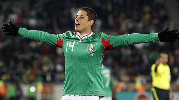 Danh sach rut gon cua 32 doi tham du World Cup hinh anh 4 Tiêu điểm: Cựu chiến binh Rafa Marquez, người từng giúp Mexico đánh bại New Zealand ở trận play-off vòng loại sẽ lãnh trọng trách chỉ dẫn các đồng đội trên sân. Sự hiện diện của hậu vệ Carlos Salcido là một bất ngờ lớn, bởi đây là lần đầu tiên anh được HLV Miguel Herrera gọi lên tuyển. Cặp tiền đạo Giovani Dos Santos và Javier Hernandez sẽ là niềm kỳ vọng trên hàng công.