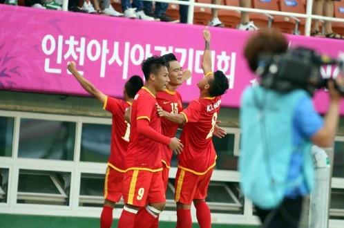 Olympic Viet Nam 4-1 Iran: Dia chan tren dat Han hinh anh 8