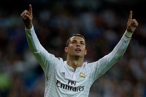 Ronaldo lap poker: Con hon ca su hoan hao hinh anh