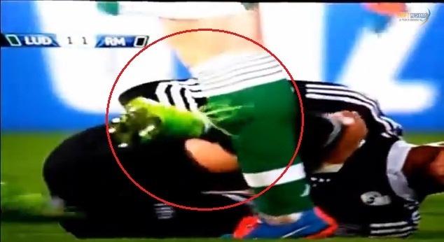 Ronaldo an va doi penalty, da thang vao ong dong doi thu hinh anh