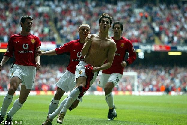 Ronaldo se thi dau tai Old Trafford vao thang toi hinh anh