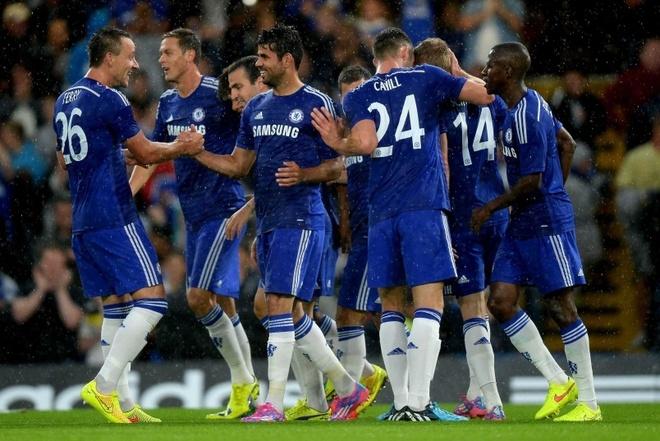 Nhờ sự đầu tư của ông chủ Roman Abramovich, Chelsea không ngừng lột xác trong một thập kỷ trở lại đây. Tính đến thời điểm này, The Blues từng 4 lần lên ngôi tại Premier League, 7 FA Cup, 1 Champions League và 1 UEFA Cup. Giá trị đội hình của Chelsea hiện rơi vào tầm 340  triệu bảng (<abbr class=