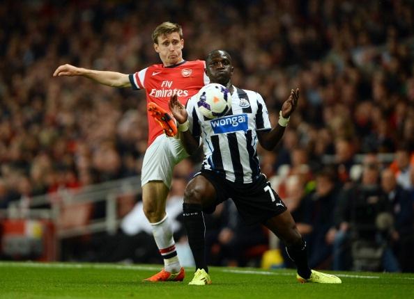Arsenal - Newcastle: Thu thach kho khan hinh anh