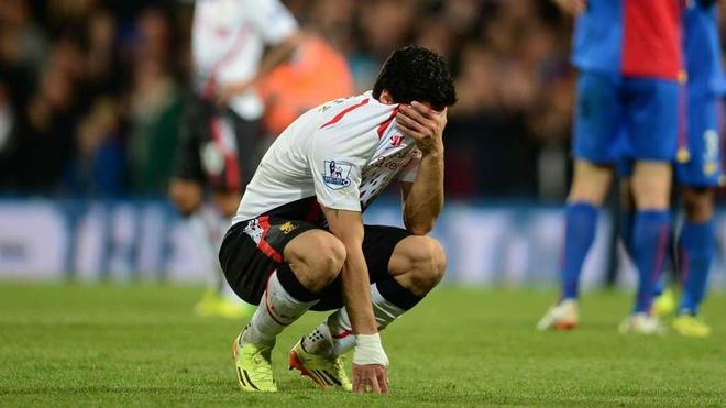 10 su kien bong da khien fan choang vang nam 2014 hinh anh 2 Trong trận đấu muộn nhất vòng 37 Ngoại hạng Anh 2013/14 ngày 5/5/2015, Liverpool vượt lên dẫn 3-0 trước Crystal Palace sau 55 phút thi đấu. Tuy nhiên, sự lơ là ở hàng thủ khiến The Kop trả giá đắt bằng 3 bàn thua trong 9 phút cuối (từ phút 79-88). Trận hòa tệ hại này là một phần nguyên nhân khiến Liverpool để tuột chức vô địch vào tay Man City.