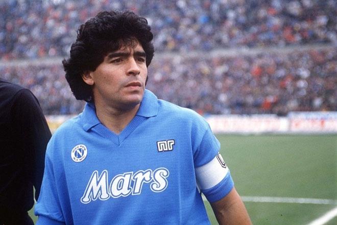 10 an treo gio nang nhat danh cho cac sieu sao bong da hinh anh 9 Maradona được coi là một trong những cầu thủ xuất sắc nhất mọi thời đại cùng Pele. Song song với tài năng cũng như thành công, sự nghiệp của huyền thoại người Argentina trải qua nhiều sóng gió. Năm 1991 khi còn khoác áo Napoli,