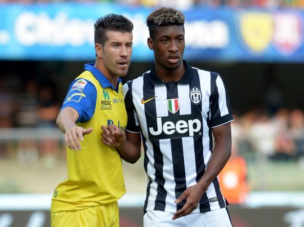 10 sao mai cho toa sang trong nam 2015 hinh anh 4 Juventus đang sở hữu trong tay viên ngọc thô, Kingsley Coman. Tiền đạo người Pháp từng là cầu thủ trẻ nhất lịch sử PSG ra sân tại Ligue 1 khi mới bước sang tuổi 16. Tại Juventus, sao mai 18 tuổi được trao chiếc áo số 11 và từng 6 lần ra sân tại Serie A, ghi 1 bàn thắng.