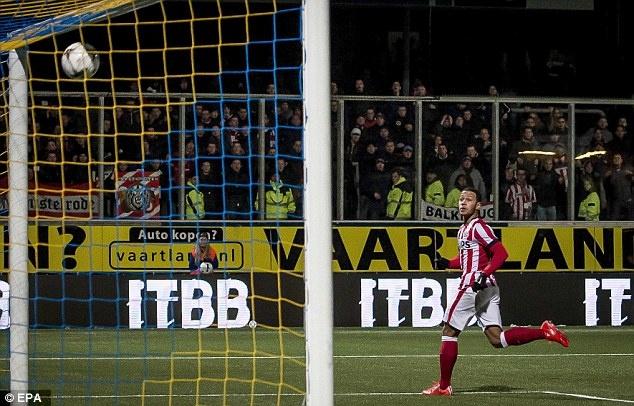 9 ngoi sao co the gia nhap NH Anh cuoi ky chuyen nhuong hinh anh 9 Ngôi sao chạy cánh người Hà Lan từng gây ấn tượng mạnh tại World Cup 2014 và hiện được ông thầy cũ Louis Van Gaal mời về đầu quân cho M.U. Tuy vậy, Tottenham tỏ rõ quyết tâm chiêu mộ Depay sau khi thất bại trong việc thuyết phục PSV bán lại sao mai 20 tuổi này hồi hè năm ngoái.
