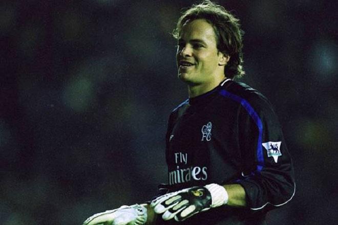 Bosnich là thủ môn duy nhất nằm trong danh sách này. Cầu thủ người Australia có quãng thời gian ngắn thi đấu cho M.U nhưng không để lại dấu ấn và chuyển sang khoác áo Chelsea năm 2001. Tháng 9/2002, Bosnich bị dương tính với cocaine trong cuộc kiểm tra của FA và nhận án cấm thi đấu 9 tháng. Vì vụ này, Bosnich bị The Blues thanh lý hợp đồng sau đó không lâu.