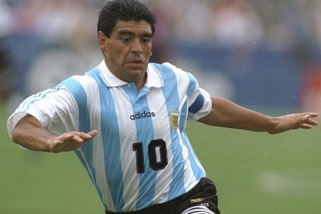 10 an treo gio nang nhat danh cho cac sieu sao bong da hinh anh 10 Bài học về án treo giò 15 tháng năm 1991 chưa cảnh tỉnh được Maradona, khi ông lặp lại sai lầm này năm 1994. Tại World Cup trên đất Mỹ, huyền thoại bóng đá Argentina bị phát hiện dương tính với ma túy lần thứ 2 và tiếp tục bị cấm thi đấu 15 tháng. Đó cũng là thời khắc cuối cùng của