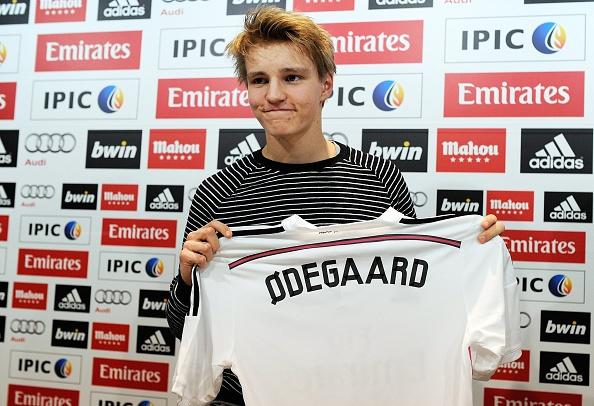 20 ban hop dong dang chu y hoan tat trong thang 1/2015 hinh anh 11 11. Đội bóng Hoàng gia Tây Ban Nha vượt mặt hàng chục CLB để giành chữ ký của thần đồng người Na Uy, Martin Odegaard. Để sở hữu tiền vệ 16 tuổi,  Real Madrid phải trả cho Stromsgodset 3 triệu euro.
