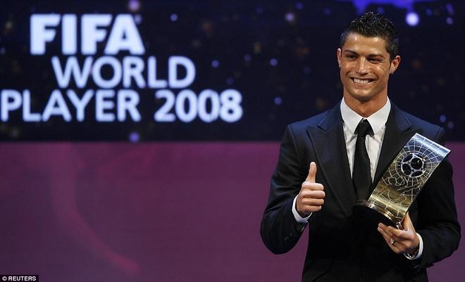 11. Tháng 1/2009, Ronaldo đã vượt qua Fernando Torres và Lionel Messi để lần đầu tiên giành danh hiệu Cầu thủ xuất sắc nhất thế giới.