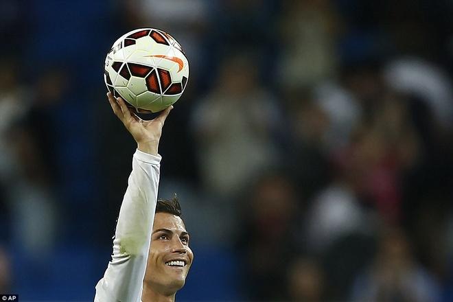 29. Tháng 10/2014, sau khi lập hat-trick trong chiến thắng 8-2 trước Deportivo, Ronaldo tiếp tục ghi 4 bàn vào lưới Elche (Real thắng 5-1). Thành tích đó giúp siêu sao người Bồ Đào Nha nâng tổng số bàn thắng cho CLB Hoàng gia Tây Ban Nha lên 288 bàn sau 277 trận.