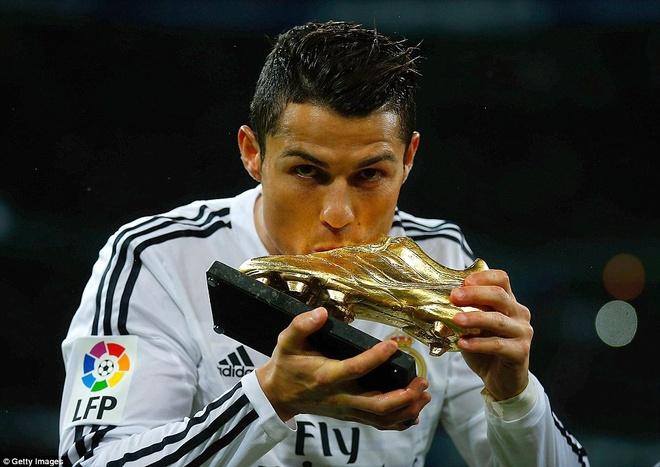 25. Tháng 11/2014, Ronaldo lần thứ 3 giành Chiếc giày vàng châu Âu. CR7 và Luis Suarez là đồng chủ nhân với 31 lần xé lưới đối phương trong mùa giải.