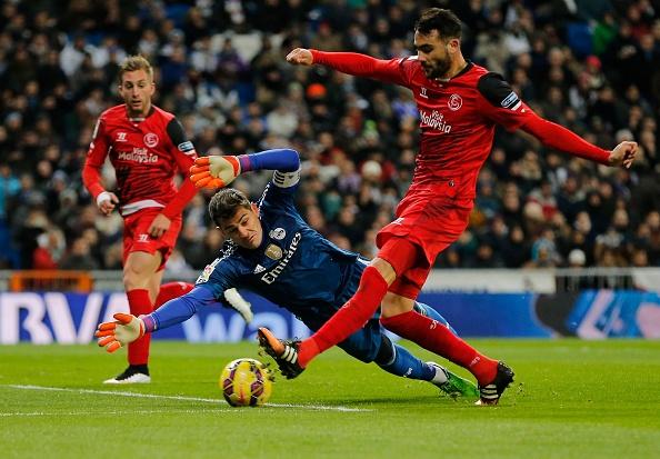 Ha Sevilla 2-1, Real gia tang cach biet voi Barca len 4 diem hinh anh 7