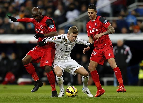 Ha Sevilla 2-1, Real gia tang cach biet voi Barca len 4 diem hinh anh 14