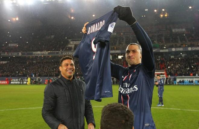 """Giống Benzema, thần tượng của Ibrahimovic là Ronaldo béo. Theo tiết lộ của tuyển thủ Thụy Điển, """"Người ngoài hành tinh"""" có ảnh hưởng rất nhiều tới sự nghiệp của anh. Và một điều khá trùng lặp là con đường mà Zlatan đi khá giống với Ronaldo khi đều thi đấu cho AC Milan, Inter Milan và PSG. Ibrahimovic chia sẻ:"""