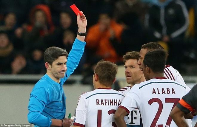 Alonso nhan the do, Bayern bi Shakhtar Donetsk cam hoa 0-0 hinh anh