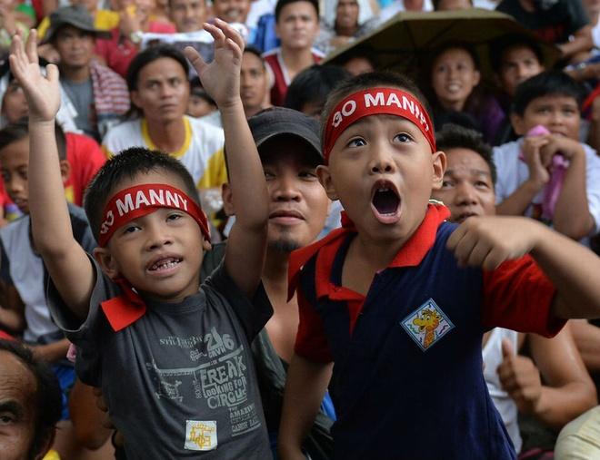 Nguoi dan Philippines do ra duong co vu Pacquiao hinh anh
