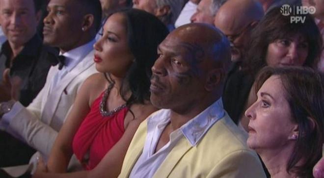 Mike Tyson: 'Tran sieu kinh dien chi la tro bip' hinh anh 2