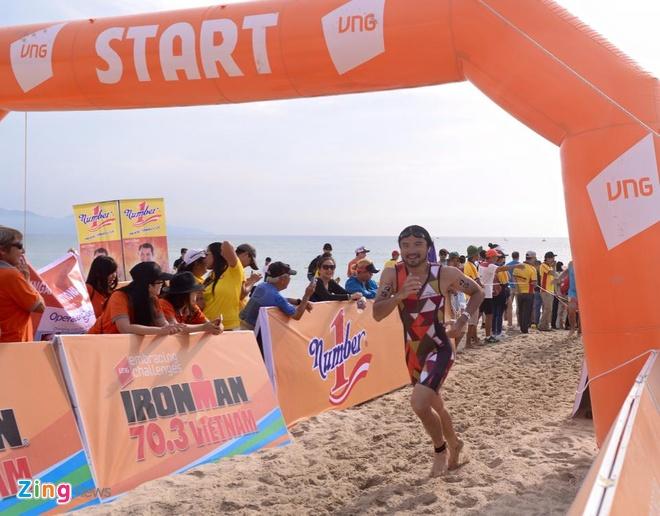 VNG Ironman 70.3: Nhieu VDV Viet Nam ve dich hinh anh 17