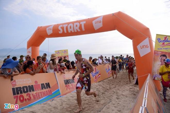 VNG Ironman 70.3: Nhieu VDV Viet Nam ve dich hinh anh 14