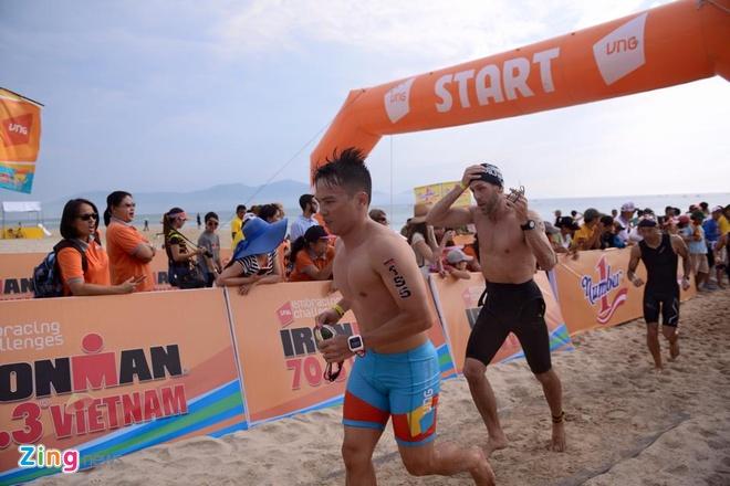 VNG Ironman 70.3: Nhieu VDV Viet Nam ve dich hinh anh 15