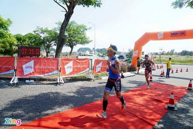 VNG Ironman 70.3: Nhieu VDV Viet Nam ve dich hinh anh 53