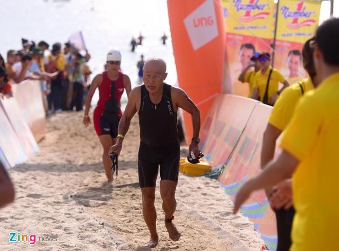 VNG Ironman 70.3: Nhieu VDV Viet Nam ve dich hinh anh 16