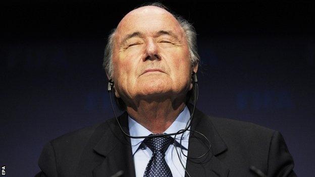 Blatter quyet giu ghe chu tich FIFA de lay lai uy tin hinh anh
