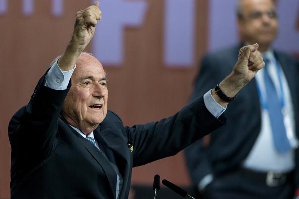 'Sepp Blatter se phai doi mat voi nhung cu soc' hinh anh