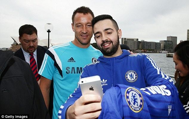 Cac ngoi sao Chelsea bi vay kin khi den Australia hinh anh 5