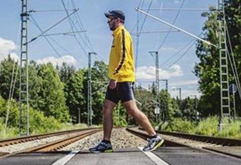 Fan Juventus di bo hon 1.000 km de co vu chung ket hinh anh