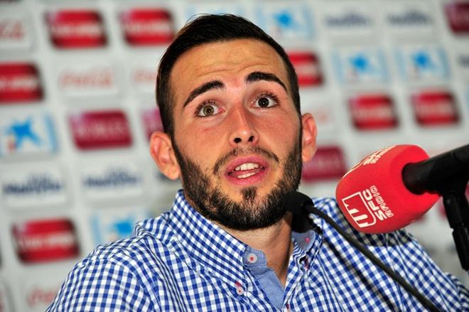 Barcelona chieu mo Aleix Vidal voi gia 7,5 trieu bang hinh anh