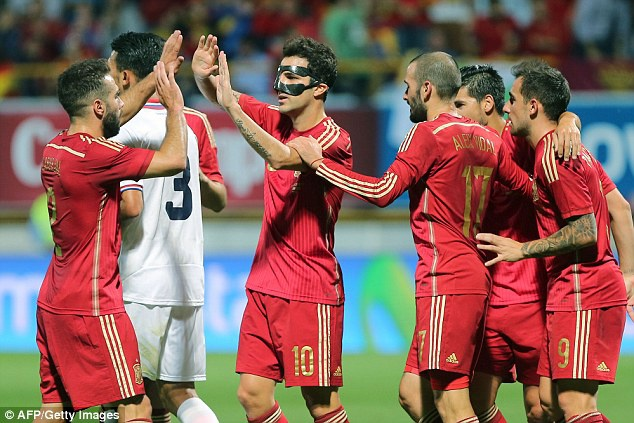 Fabregas toa sang, Tay Ban Nha danh bai Costa Rica 2-1 hinh anh