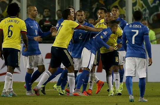 Neymar, Bacca nhan the do trong tran Brazil thua Colombia hinh anh