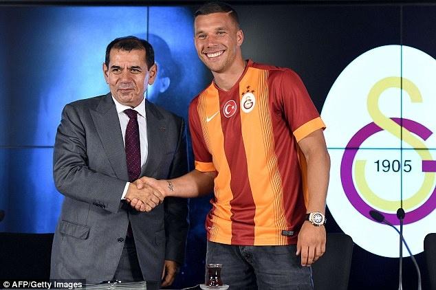 Lukas Podolski chia tay Arsenal de gia nhap Galatasaray hinh anh