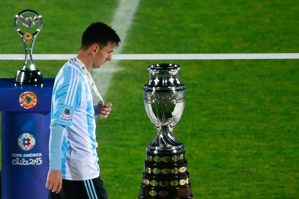 Messi tu choi nhan giai cau thu hay nhat Copa America hinh anh