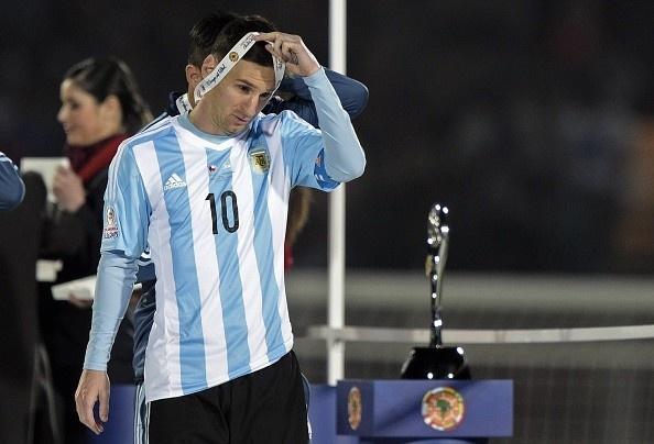 Messi tu choi nhan giai cau thu hay nhat Copa America hinh anh 1