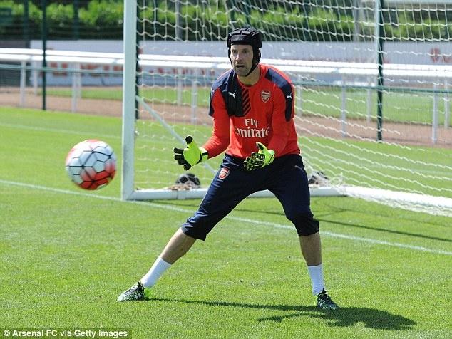 Thu mon Petr Cech co buoi tap dau tien cung Arsenal hinh anh 2