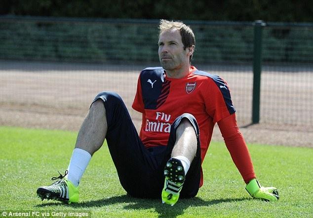 Thu mon Petr Cech co buoi tap dau tien cung Arsenal hinh anh 3