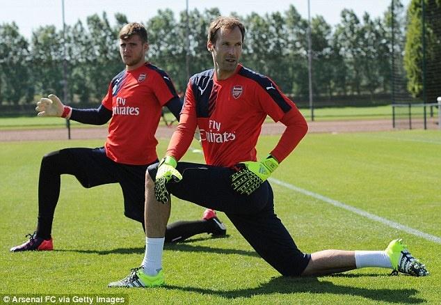 Thu mon Petr Cech co buoi tap dau tien cung Arsenal hinh anh 5