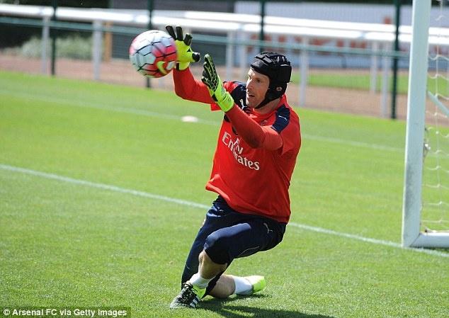 Thu mon Petr Cech co buoi tap dau tien cung Arsenal hinh anh 6